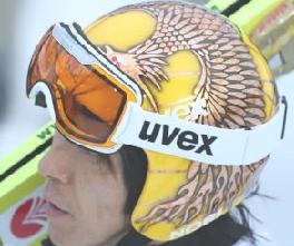 葛西紀明の金の「朱雀」ヘルメット.png